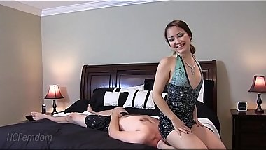 Sexy mistress facesits her slave
