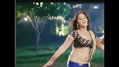 MILF KAJAL BIG JUICY NAVEL AND CURVY WAIST SHOW