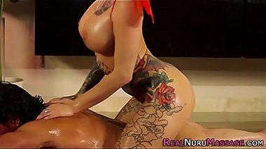 Sexy masseuse analized