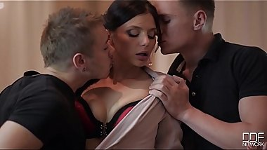 Brunette Babe Cinthia Doll Sucks Balls Until Cum Shoots All Over Her Face