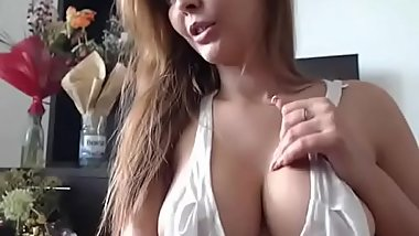 Cougar Sexy Mother Masturbating On Live Webcam