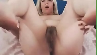 CamGirl Fingring hairy pussy