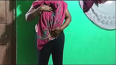 horny des itamil telugu kannada malayalam hindi indian vanitha showing big boobs and shaved pussy leggings press hard boobs press nip rubbing pussy masturbation big big carrot